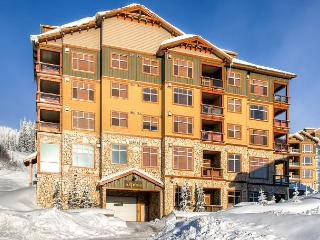 Aspens 607 top floor luxurious condo in Big White
