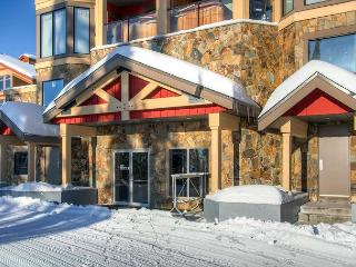 Timbers 405 Happy Valley Location in Big White Sleeps 7