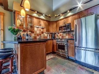 Beautiful Ski-in Ski-out Two Bedroom and Loft - Air Conditioning - Whistler
