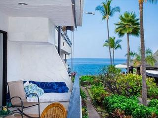 Casa De Emdeko 211 - 2/2 OCEAN VIEW, AC, Elevators, Spacious, 2nd floor gem, Kailua-Kona