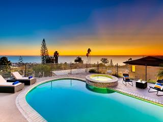 Private pool and spa with unobstructed ocean and sunset views, La Jolla