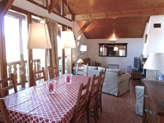 Vallandry 15 - Charming 3 bed chalet sleeping 8 people with stunning views