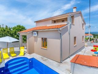Beautiful Villa Antonette with private pool, Medulin
