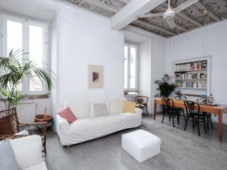 Flowered apartment on Via Giulia, Rome