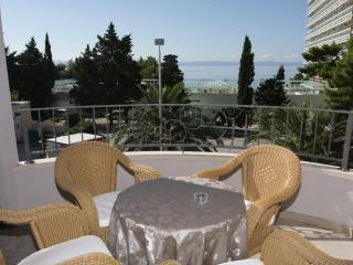Sea view apt S2 50 m from the beach!!!, Makarska