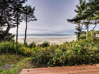 Spectacular views from this roomy oceanfront home w/ shared hot tub!