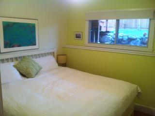Lilac Suite:1 king bdrm ,kitchenette,wifi,bbq,a/c, Penticton