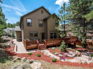 Luxury Flagstaff Retreat With Terrific Location!