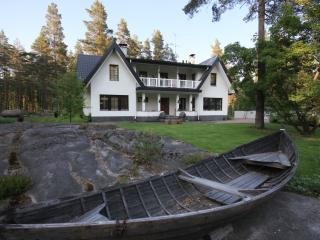 Beautiful villa close to nature, 35min to Helsinki