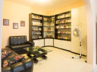 Airconditioned cosy 2 bedroomed flat in Marsalforn Centre