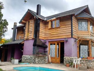 Alquiló casa con pileta y servicio limpieza, Villa La Angostura