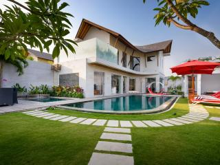 VILLA MIRO - BRAND NEW LUXURY VILLA IN OBEROI, Seminyak