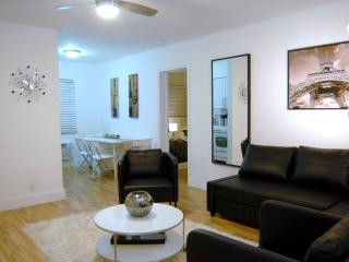 Large One Bedroom just steps from Hollywood Beach