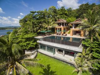 Villa Sunyata | Luxury Oceanfront 8-bedroom Villa 5-minute Walk to Kata Beach