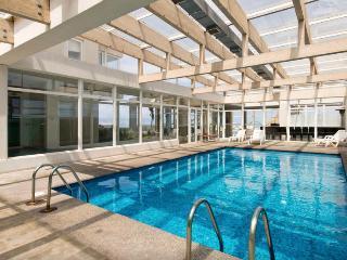 Luxury 2BR, Renaca, Spectacular Views, 4 pools