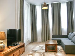 La Monnaie 2E apartment in Brussels Centre with WiFi & lift.