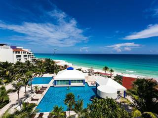 Incredible 2 br beachfront condo - great rates A, Cancún