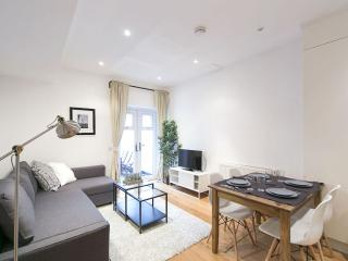 West Kensington Fulham I apartment in Hammersmith with WiFi & private terrace.