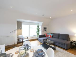 West Kensington Fulham III apartment in Hammersmith with WiFi & balcony.