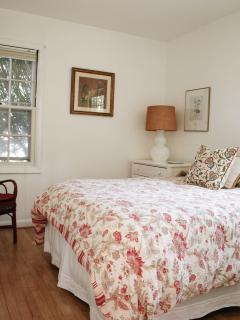 Alternate ground floor bedroom with full size bed.