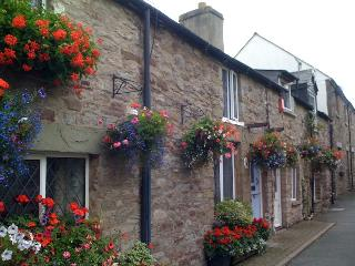 Chancery Cottage, Hay-on-Wye, superb location with parking