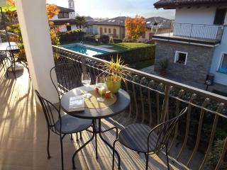 Villa Aurora with Depandance and pool, Colico