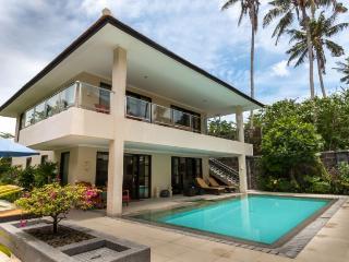 Peninsula bay villa resort