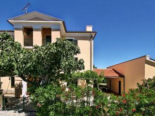 House Flora Novigrad