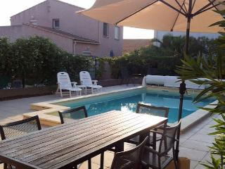 Marseillan holiday villa South of France with private pool, sleeps 8