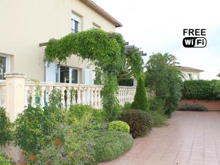 Villa  for holiday rent with private garden, L'Escala