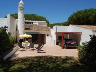 4 bedroom villa in a quiet and peaceful area., Olhos de Água