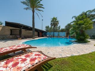 Puglia: Country Villa and private Pool, 3 bedrooms, Cannole