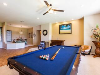 Spotless Luxury Retreat Awaits You-No Booking Fees, Glendale