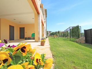Townhouse with large garden, Sant Mori