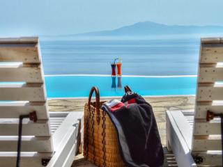 Cyclades Villa with Private Pool (low-mid season), Paleopoli