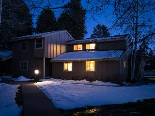 Pines 4038 is a relaxing Pagosa Springs vacation condo, located in the heart of the Pagosa Lakes area.