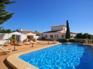 VILLA CUMBRE: high quality villa with private pool, Benitachell