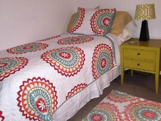 Single Bedroom near Downtown Crystal Lake