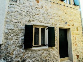 Stone House/ArT viLLa miA + Boat Charter