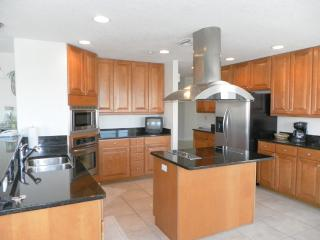 Luxury Waterfront Condo with Beautiful Views, Clearwater