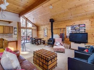 Tahoe cabin w/resort amenities, golf on-site, dog-friendly!, Truckee