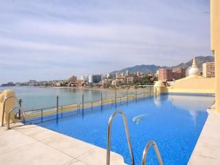 Benalmadena Marina Apt. Firstline Beach  Wifi Pool, Benalmádena