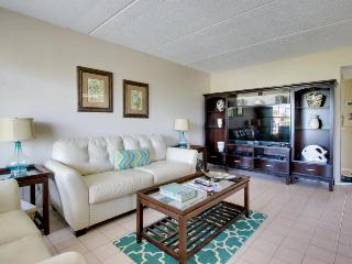 Coastal condo w/shared pool - dog-friendly, close to beach!, South Padre Island