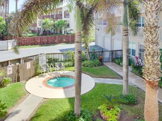 Dog-friendly condo with shared pool and hot tub!, Port Isabel