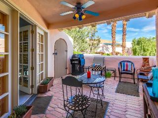 Downtown condo w/ shared pool, hot tub, & tennis courts!, Palm Springs