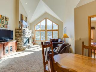 Penthouse mountain condo w/ shared pool, hot tub, & fitness!, Keystone