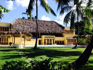 New Luxury Beachfront Villa, 7 bedrooms, 14-16 slp, Las Terrenas