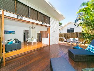 Homely Renovated Three Bedroom House - Wifi, Brisbane