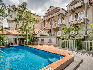 One Bedroom Unit with Pool & Parking Ferry to City, Brisbane