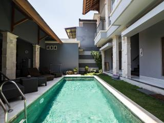 New 4 Bedroom 4 bathroom villa with private pool, Kuta